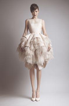 Ashi Studio - Couture. Vestido fiesta plumas.