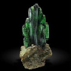 Vivianite from Huanuni, Oruro, Bolivia (specimen: Luis Burillo Minerals, photography: Joaquim Callén)