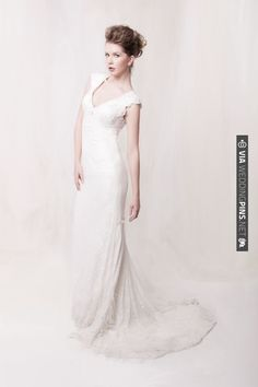 Fitted wedding dress with lace detailing | VIA #WEDDINGPINS.NET