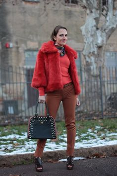 Today on my Fashion Blog I introduce my Orange Brown Outfit Winter. How to Match Colors in an Winter Outfit by Maggie Dallospedale Fashion Blogger