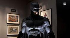 CIA☆こちら映画中央情報局です: Batman v Superman : コミックヒーロー映画の超話題作「バットマン V スーパーマン : ドーン・オブ・ジャスティス」の新しいバットスーツとバットモービルを、NBAで最もダークナイト・マニアのバスケ選手が見学したビデオ・レポート!! - 映画諜報部員のレアな映画情報・映画批評のブログです