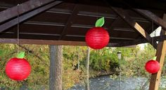 Notice how the red paper lanterns are turned into apples by adding green paper leaves to the top of them? Such a BRILLIANT IDEA!!!!!!!