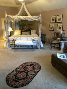 The honeymoon cottage @ The Lindley House Garden Cottages in Duncan, Oklahoma