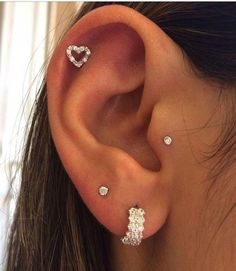 Tragus, Helix and Double Loab Piercing - piercing - - Jewelry✨ - Piercings bellybutton nariz oreja Fake Piercing, Tragus Piercings, Percing Tragus, Piercing Face, Piercing Orbital, Pretty Ear Piercings, Double Ear Piercings, Smiley Piercing, Cartilage Earrings