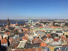 Vue panoramique depuis le clocher de l'église Saint Pierre à Riga Riga, Voyage Europe, Week End, Coups, Amazing Destinations, Paris Skyline, Around The Worlds, Places, Travel