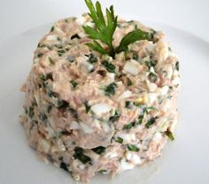 Tuna Salad Dukan 1 can of tuna solid natural light 1 boiled egg (chopped) 1 tablespoon light cream ricotta (or other white cheese allowed) 1 tablespoon of nonfat yogurt parsley and chives (chopped) Salt to taste Healthy Food Choices, Healthy Snacks, Healthy Eating, Healthy Recipes, Diabetic Snacks, Dukan Diet Plan, Dukan Diet Recipes, Comidas Light, Duncan