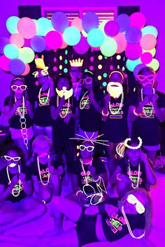 15th Birthday Party Ideas, Neon Birthday, 14th Birthday, Glow In Dark Party, Glow Stick Party, Neon Party Decorations, Neon Party Themes, Disco Party, Sweet 16 Party Themes