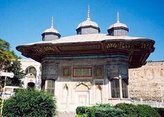 Fontaine aux ablutions AhmetIII Fontaine Ahmet III Istanbul Turquie entre Sainte-Sophie et l'entrée du palais de Topkapı,