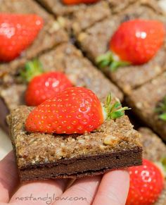 "1,274 Me gusta, 13 comentarios - Nest and Glow (@nestandglow) en Instagram: ""High in protein and made from just 4 ingredients. Try these healthy gluten-free and vegan brownies…"" Vegan Brownie, 4 Ingredients, Brownies, Nest, Protein, Cheesecake, Glow, Strawberry, Gluten Free"