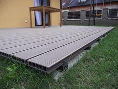 Deck wpc terase exterioare din lemn compozit, ce poate fi folosit pentru amenajari exterioare, a chioscurilor de vara, a pontoanelor sau pentru piscine. Lemnul compozit pentru pentru terasa exterioara este tratat special pentru a avea o rezistenta mare la umiditate, mucegaiuri, temperaturi joase sau ridicate, precum si la radiatiile ultraviolete ale soarelui. Montarea modelelor de deck wpc... Deck, Outdoor Decor, Home Decor, Houses, Decoration Home, Room Decor, Front Porches, Home Interior Design, Decks