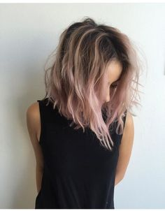 Pastel pink ombre hair, pastel hair highlights, ombre hair bob, ombre bob h Ombré Hair, Dye My Hair, Hair Day, New Hair, Messy Hair, Messy Bob Hairstyles, Pretty Hairstyles, Scene Hairstyles, Summer Hairstyles
