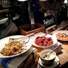 Delicacy #Meatball & Grilled shrimps with garlic olive oil  #Theomio #Chefrandall #ChefTheoRandall  มทบอล กบกงยาง ราดกระเทยม และโอลฟออยล อรอยท ทโอ มโอ