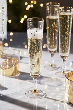 *Clink* *Clink*. Make your guests feel like royalty as they indulge in a few bubbles over the Christmas season in our glitzy Salon Monogram Flutes.