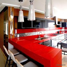 Uma seleção de fotos especiais para quem procura ideias e inspirações para decorar uma cozinha vermelha. Tem opções para os mais tímidos e mais ousados!