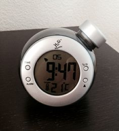 Eco-astuce N°1 @in-fuseon.com Réveil à eau sans pile ni batterie.