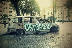 Voiture cramée place de la Réunion Paris 75020 by gillesklein, via Flickr