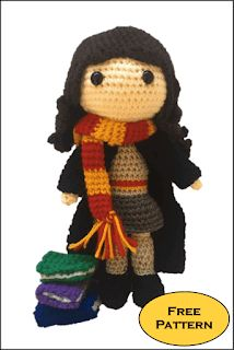 With this pattern by Daisy and Storm you will lear how to knit a Hermione Granger Amigurumi Pattern step by step. It is an easy tutorial about hermione to knit with crochet or tricot. Harry Potter Pillow, Harry Potter Free, Harry Potter Scarf, Harry Potter Crochet, Harry Potter Hermione Granger, Ron Weasley, Pokemon Crochet Pattern, Crochet Amigurumi Free Patterns, Crochet Doll Pattern