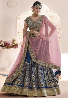 Looking for Lehenga Online: Buy Indian lehenga choli online for brides at best price from Andaaz Fashion. Choose from a wide range of latest lehenga designs. * Express delivery, Shop Now! Lehenga Indien, Lehenga Choli Online, Bridal Lehenga Choli, Indian Lehenga, Lehenga Saree, Bollywood Lehenga, Bollywood Style, Indian Bollywood, Indian Designer Wear