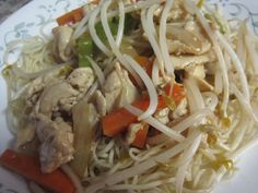 homemade-chicken-chow-mein: could make chicken mix and freeze and then cook up fresh noodles or rice to serve it with. (garlic for colds asian noodles) Chow Mein Recipe Bean Sprouts, Asian Recipes, Healthy Recipes, Ethnic Recipes, Asian Foods, Chinese Recipes, Bean Sprout Recipes, Actifry Recipes, Chicken Chow Mein
