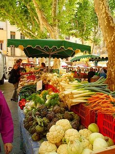 Market day in Aix en Provence The markets many colors,shapes & scents always always inspire :)
