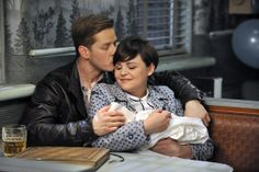 Once Upon a Time S3 Finale First Look: JOSH DALLAS, GINNIFERGOODWIN