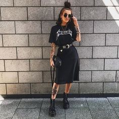 Outfit with slip black skirt – outfits Grunge Outfits, Mode Outfits, Skirt Outfits, Casual Outfits, Simple Edgy Outfits, Outfit With Skirt, Black Outfit Edgy, All Black Outfit For Work, Chic Black Outfits
