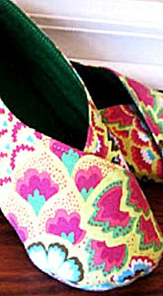 Tabi Kimono-Style Women's Shoes - free PDF Pattern - you can make these in about 1 hour - great for lounging around the house! ❊