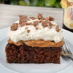 Amarula Chocolate Caramel Cake ~ Divine, traditional South-African Amarula Chocolate Caramel Cake ~ rich, sweet, moist and a must-have recipe ! Flake Chocolate, Chocolate Caramel Cake, Caramel Treats, Chocolate Coffee, Chocolate Cakes, Great Desserts, Best Dessert Recipes, Cookie Recipes, Delicious Desserts