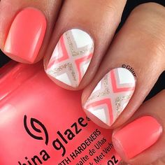 ☀️Sweet summer mani by the fab glittr(IG)! She's using our Right Angle Nail Vinyls to create her unique X pattern.  Find them at: snailvinyls.com
