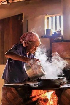 The old lady that takes care of him and in turn he protects her African Culture, World Cultures, People Around The World, Country Life, Painting Inspiration, Art Photography, Old Things, Watercolor, Drawings