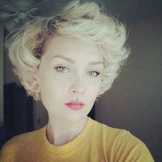 Blonde short curly hairstyles