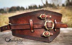 Ceinture en cuir réglable médiéval fantastique par ArteideStudio sur Etsy https://www.etsy.com/fr/listing/224903118/ceinture-en-cuir-reglable-medieval