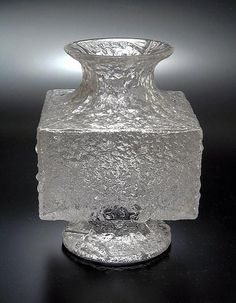 "Timo Sarpaneva - Art glass vase ""Crassus"" for Iittala, Finland. Glass Art Design, Design Art, Nordic Design, Scandinavian Design, Relational Art, Crystal Glassware, Vintage Pottery, Clear Glass, Glass Vase"