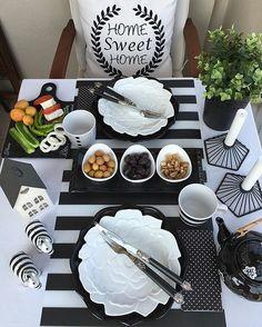 Dinner Table Setting With Food Dinner Room, Dinner Sets, Dinner Table, Brunch, Breakfast Table Setting, Turkish Breakfast, Table Setting Inspiration, Mouth Watering Food, Food Design