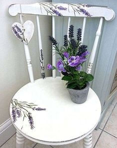 Chalk Painted Chair - The Graphic Fairy - Lavender Heart Chair - Reader Featured Project.lavender for my shelf? Whimsical Painted Furniture, Hand Painted Chairs, Hand Painted Furniture, Paint Furniture, Furniture Projects, Furniture Makeover, Furniture Removal, Furniture Plans, Painted Tables