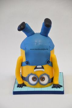upside down minion! - Cake by Cathelyne