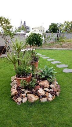 Small Garden Design Ideas Low Maintenance, Stone Flower Beds, Rock Garden Design, Yard Design, Garden Cottage, Diy Garden, Garden Beds, Front Yard Landscaping, Landscaping Ideas