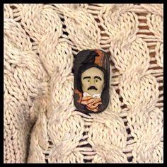 Edgar Allan Poe Broş Tasarımcı: Arzu Kozan Materyal: Polimer kil Tasarımlar %100 el yapımıdır. Bu sebeple küçük farklılıklar gösterebilir. Ölçüler: 3 x 5,5 cm Ücretsiz Kargo  #edgarallanpoe #poe #handmade #brooch #pin #polymerclay #poetry #theraven #gothic #poeart #raven #nevermore #books #üçkırkbeş #atölyeüçkırkbeş #elyapımı #elyapimi #polimerkil #broş #kitap #şiir #gotik #dreamershm #dreamershmcom #shopier