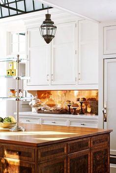 Traditional kitchen design with an amazing copper splashback. Conservatory Kitchen, Copper Backsplash, Traditional Kitchen Design, Copper Kitchen Backsplash, Kitchen Trends, Copper Kitchen, Kitchen Remodel, Home Kitchens, Kitchen Design
