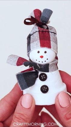 Christmas Crafts For Adults, Christmas Ornament Crafts, Homemade Christmas Gifts, Christmas Projects, Kids Christmas, Holiday Crafts, Christmas Decorations, Primitive Christmas Crafts, Diy Snowman Decorations