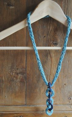 Ciondoli incatenati - Collana a tricotin
