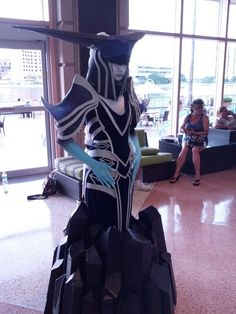 Lissandra the Ice Witch (League of Legends) cosplay