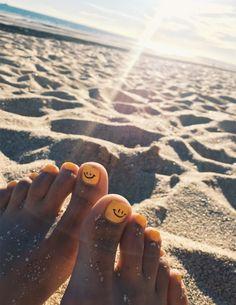 Nail art Christmas - the festive spirit on the nails. Over 70 creative ideas and tutorials - My Nails Cute Acrylic Nails, Toe Nail Art, Toe Nails, Glitter Nails, Coffin Nails, Spring Nails, Summer Nails, Toenail Art Designs, I Need Vitamin Sea