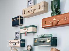 Pour que les amoureux de voyages y exposent leurs souvenirs, les valises deviennent étagères.