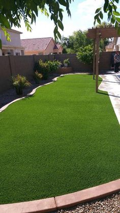 Arizona-inspired low-water Backyard Ideas On A Budget: A landscaping idea separating the garden ground filled with rocks with the lawn ideas landscaping 23 Arizona Backyard Ideas On A Budget - A Nest With A Yard Cheap Landscaping Ideas, Small Backyard Landscaping, Ponds Backyard, Backyard Patio, Mulch Landscaping, Arizona Landscaping, Landscaping Borders, Mailbox Landscaping, Sloped Backyard