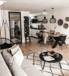 home entrance decoration Home Living Room, Apartment Living, Living Room Designs, Living Room Decor, Bedroom Decor, Entryway Decor, Living Room Inspiration, Home Decor Inspiration, Decor Ideas