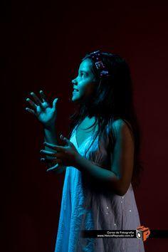 Helcio Peynado - Estúdio Fotográfico Modelo Marya Clara - Produção Malu Ravagnani Curso de Fotografia Helcio Peynado www.helciopeynado... Tel (21) 3427 4031
