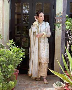 Pakistani Fashion Party Wear, Indian Party Wear, Indian Fashion Dresses, Pakistani Dress Design, Indian Designer Outfits, Pakistani Dresses, Designer Dresses, Nikkah Dress, Pakistani Suits