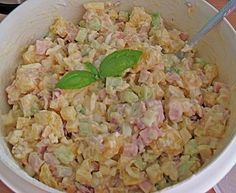 "7 – Tassen – Salat 7 cup salad 5 Related posts: Tomato and bread salad Caesar Salad ""New York Style"" mit Hähnchen und Avocado Bread salad with arugula, watermelon and feta Quick avocado-chickpea salad with feta cheese Salad Recipes, Diet Recipes, Fruit Plus, Greens Recipe, How To Make Salad, Healthy Salads, Food Items, Food Preparation, Food And Drink"