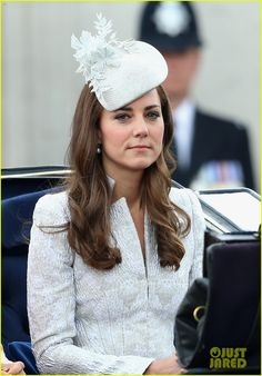 Kate Middleton: Queen Elizabeth IIs Birthday Parade: Trooping The Colour. Catherine Duchess of Cambridge travels by carriage during Trooping the Colour - Queen Elizabeth IIs Birthday Parade at The Royal Horseguards on June 14 2014 in London England. Style Kate Middleton, Princesa Kate Middleton, Kate Middleton Outfits, Pippa Middleton, Kate Middleton Prince William, Prince William And Catherine, William Kate, Hollywood Fashion, Royal Fashion